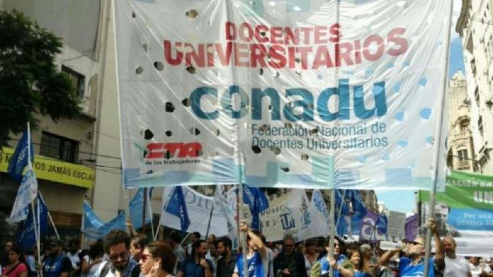 Universitarios paran y marchan el jueves por reclamos gremiales