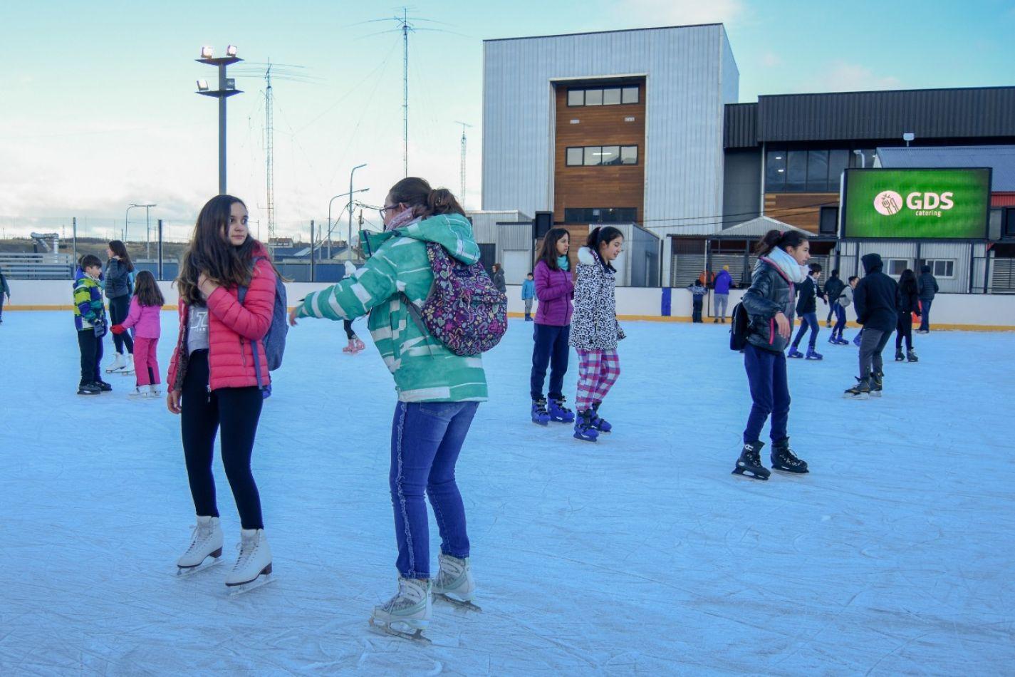 """Pista de patinaje Carlos """"Tachuela"""" Oyarzún"""