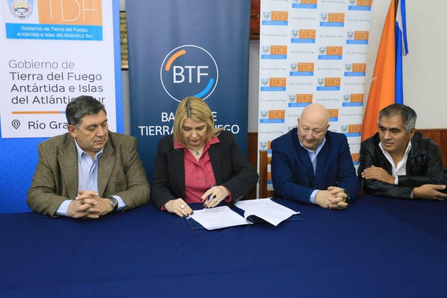 Gobierno y el BTF ofrecerán préstamos para adquiisición  vehículos de transporte público
