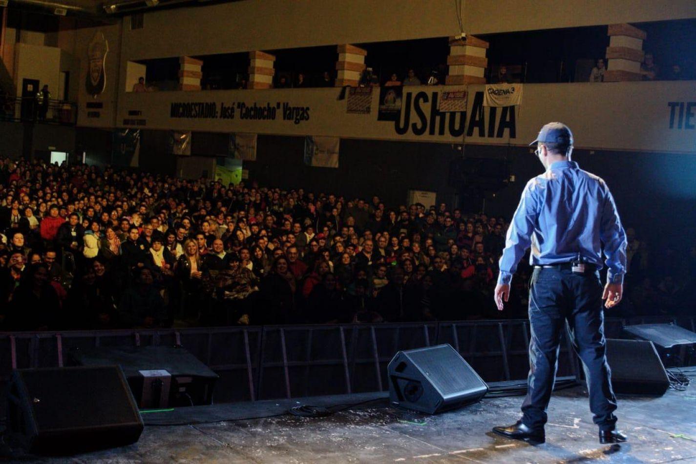 El Capitán Gordillo, hizo su presentación en el mayor estadio con que cuenta la ciudad de Ushuaia