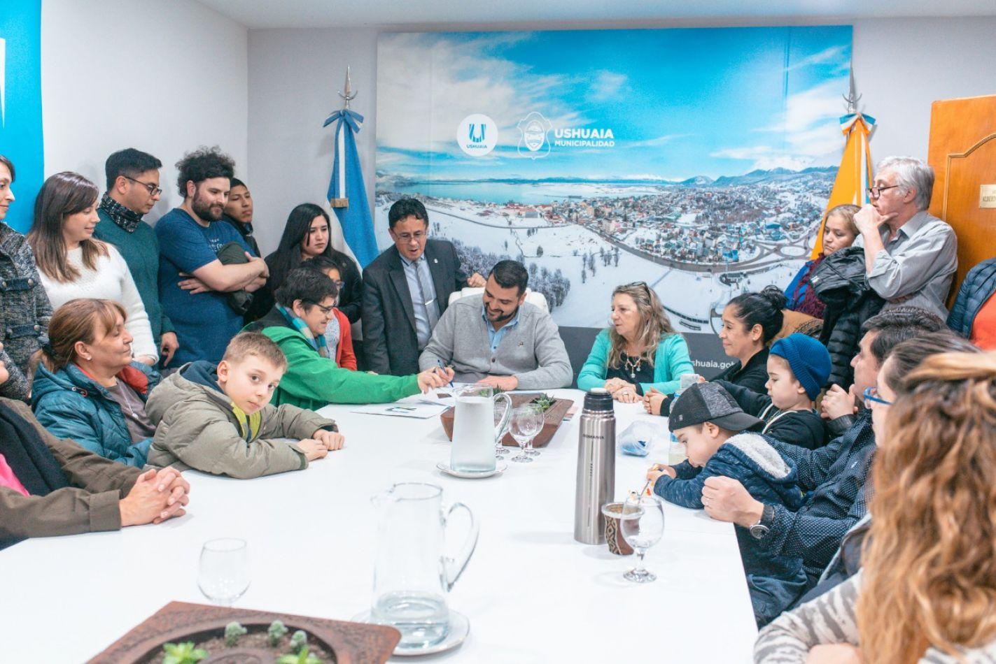 Vuoto firmó un acta compromiso para 36 soluciones habitacionales