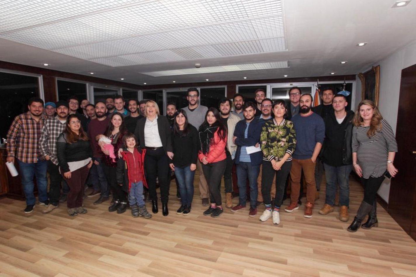 Gobierno recibió a los 15 equipos selecionados del concurso audiovisual