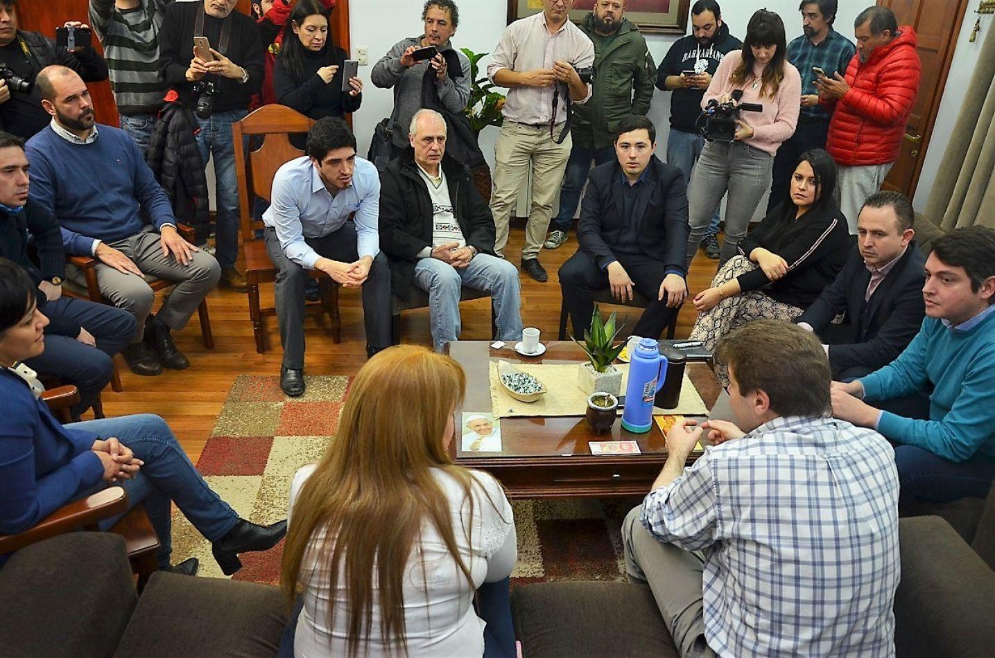 Con un clima de entendimiento, se llevó adelante la primera reunión de transición.