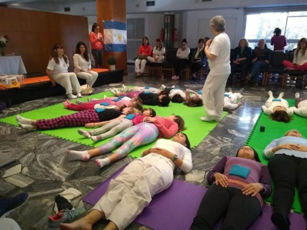 Buscan incluir el yoga en las escuelas públicas