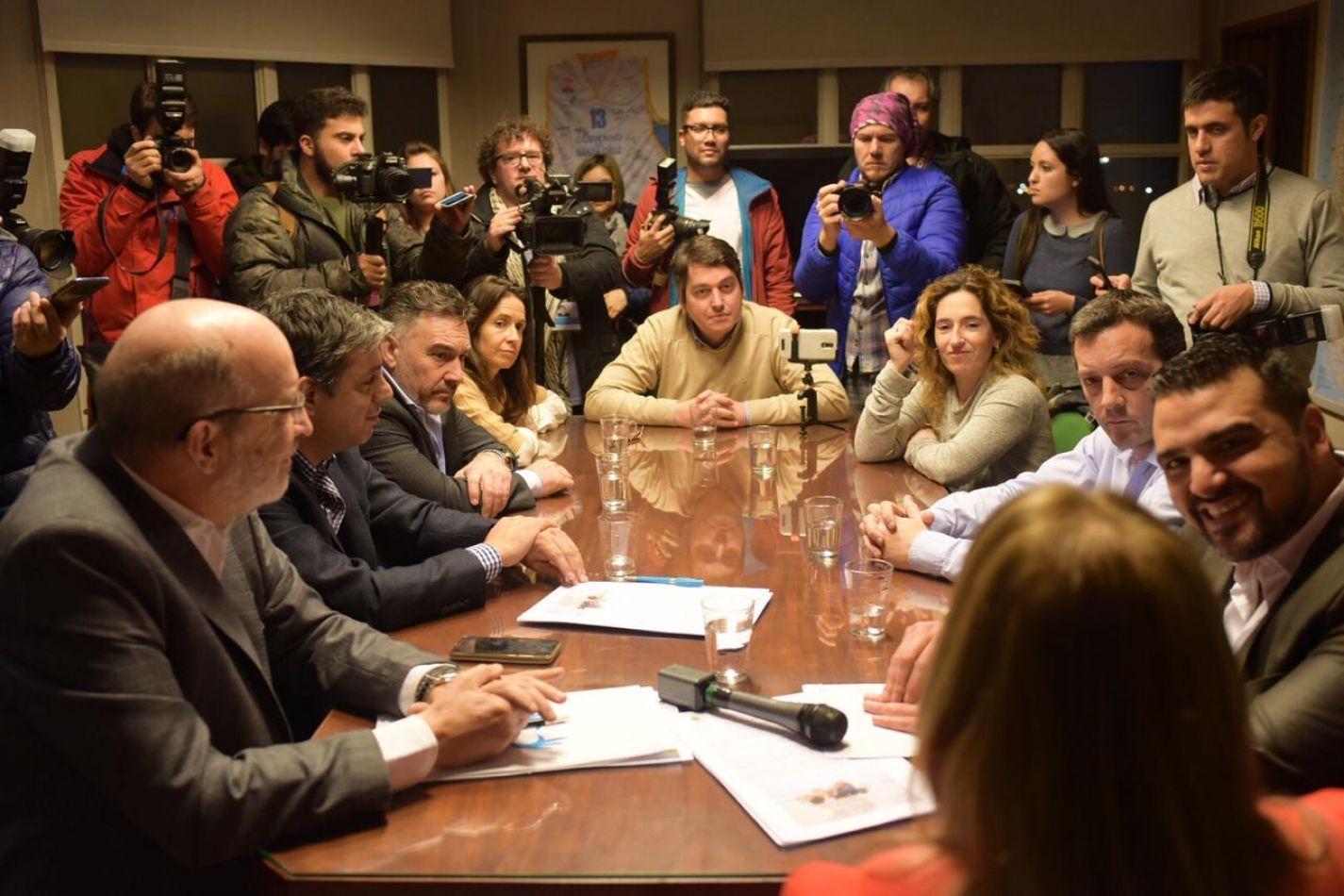 Walter Vuoto firmó un convenio con la gobernadora de Santa Cruz, Alicia Kirchner