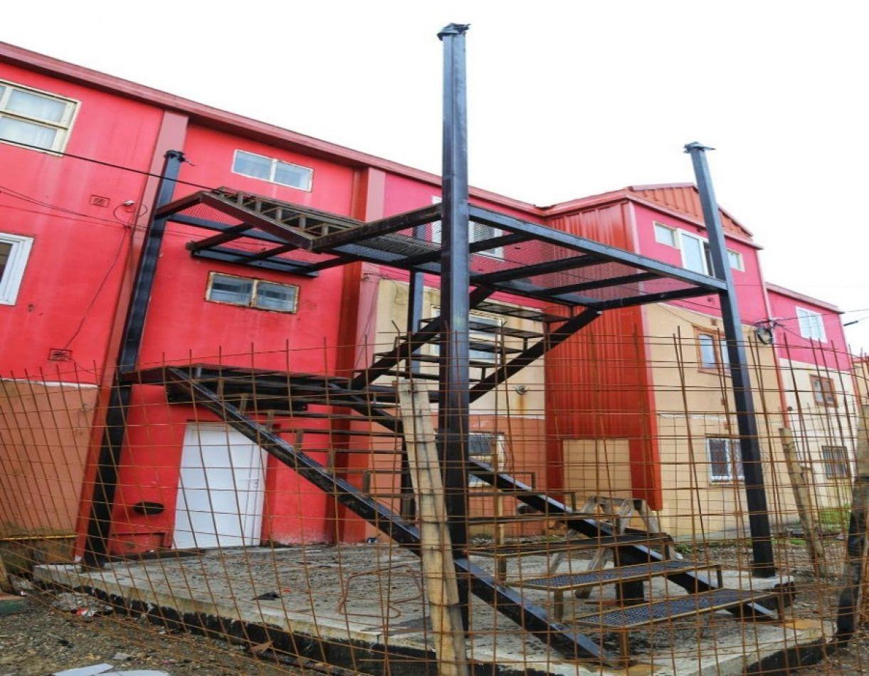 Avanza la colocación de las escaleras de emergencia en Chacra II