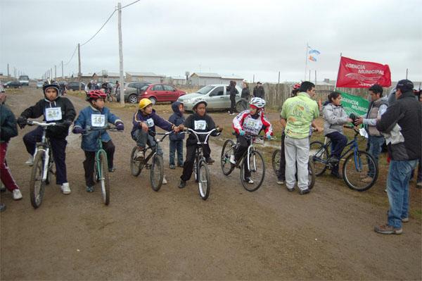 La bicicleteada sumó a decenas de chicos.