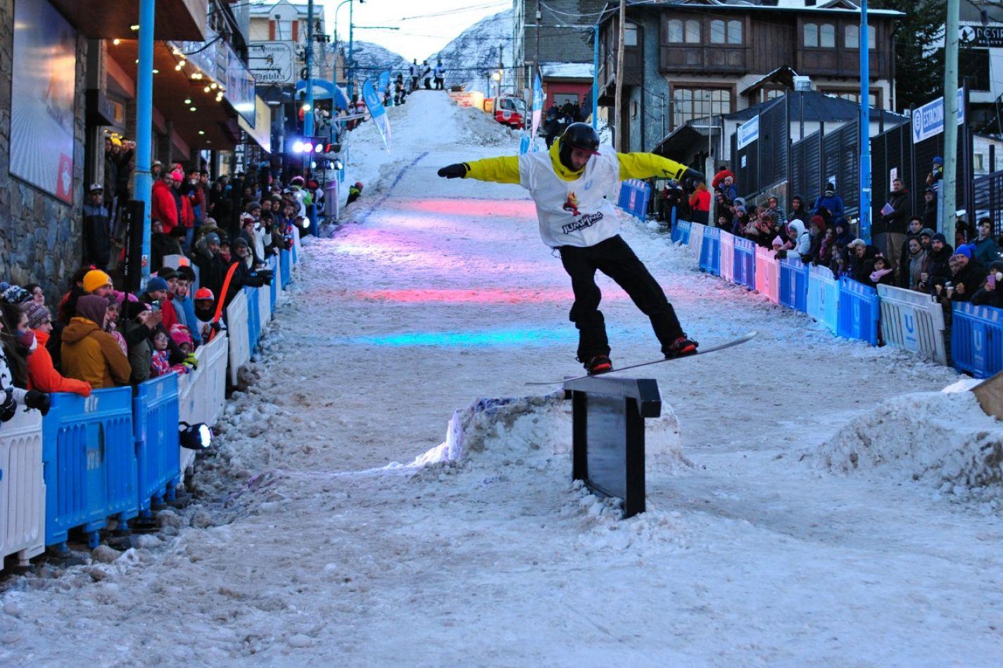 Jornada  de jumping x freestyle en el centro de Ushuaia