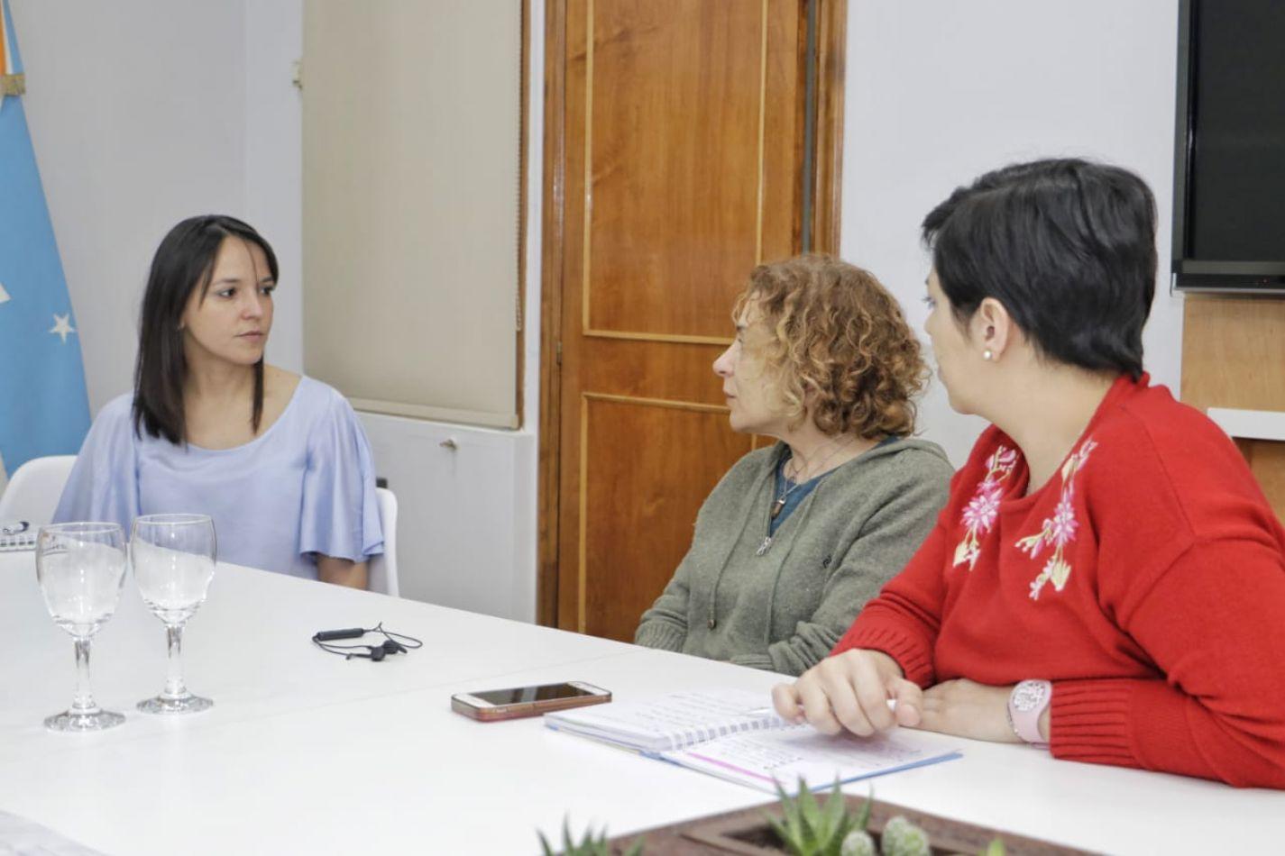 La secretaria Victoria Vuoto se reunió con la especialista en etología clínica