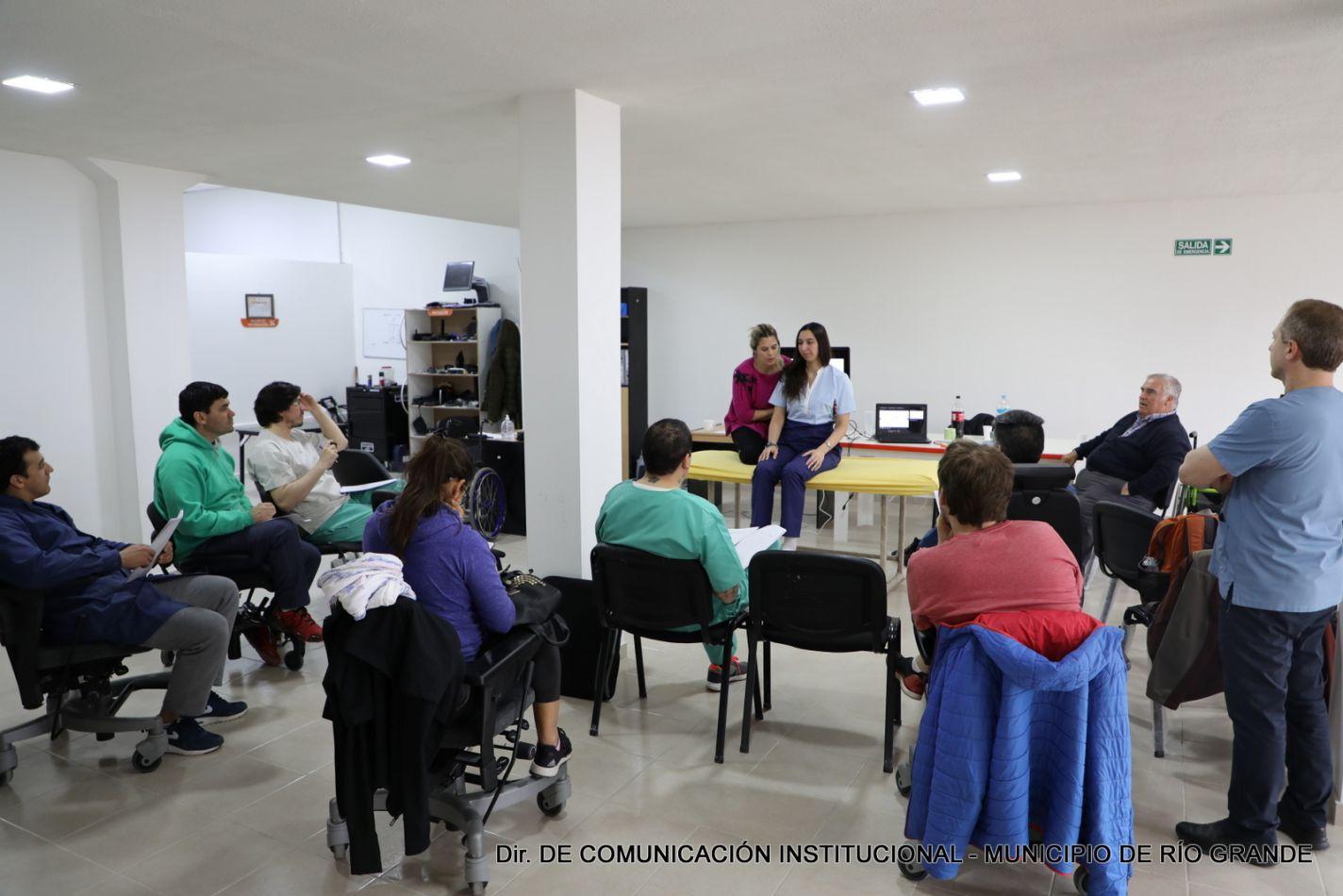 La actividad estuvo destinada a profesionales de la salud, equipos técnicos y docentes de educación física.