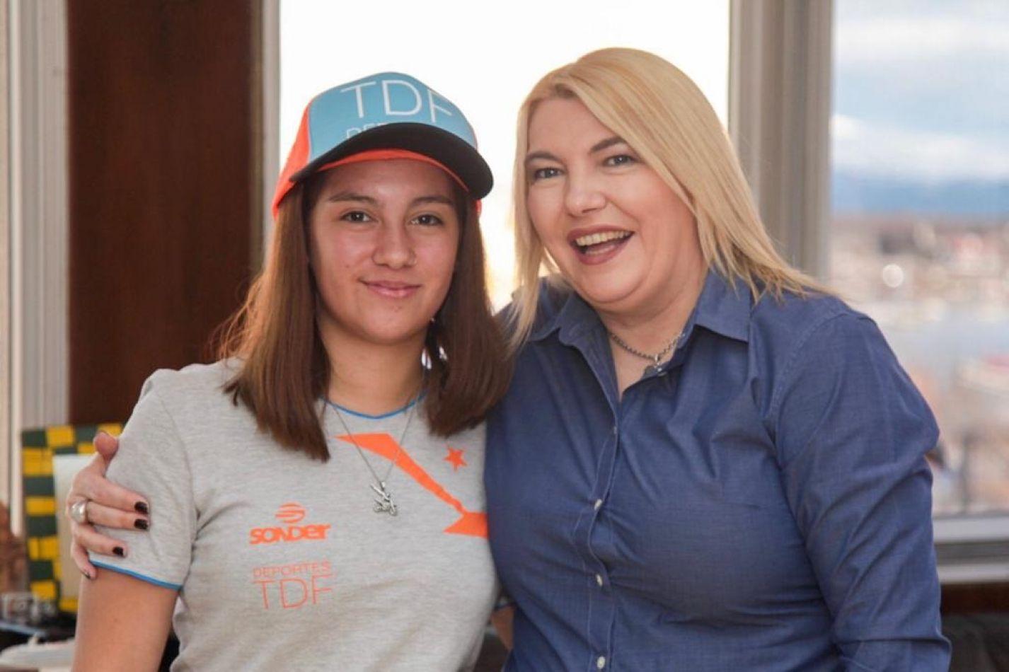 Rosana Bertone recibió a la joven corredora de enduro Julieta Jerez