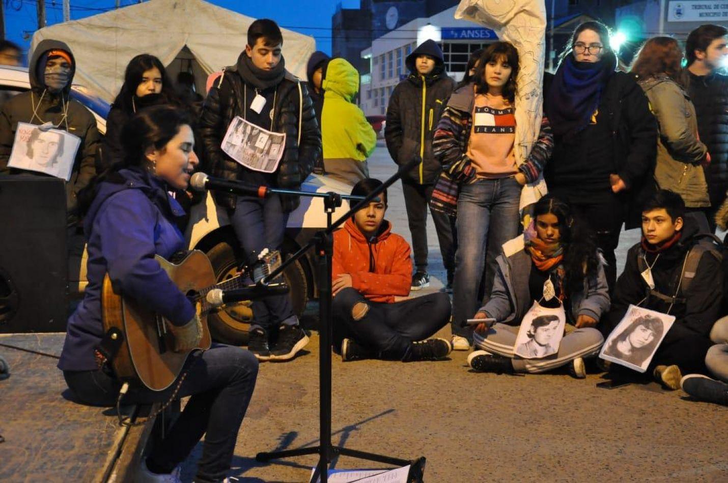 """Marcha por la memoria en el """"Día Nacional de la Juventud"""""""