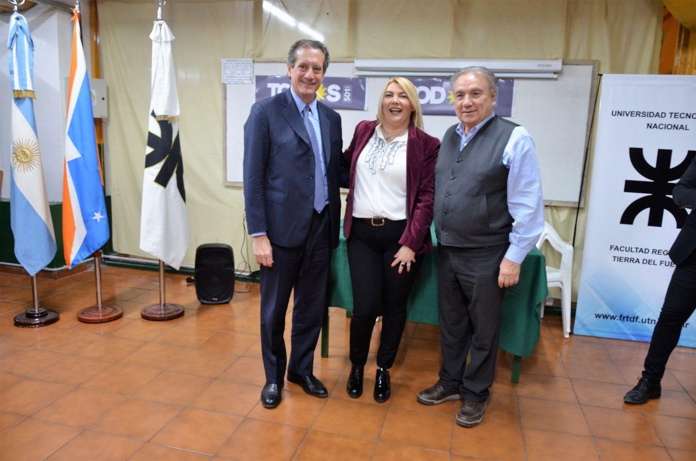 """El Licenciado Miguel Pesce brindó su charla que se denominó """"La economía argentina ante la crisis  y la recuperación""""."""