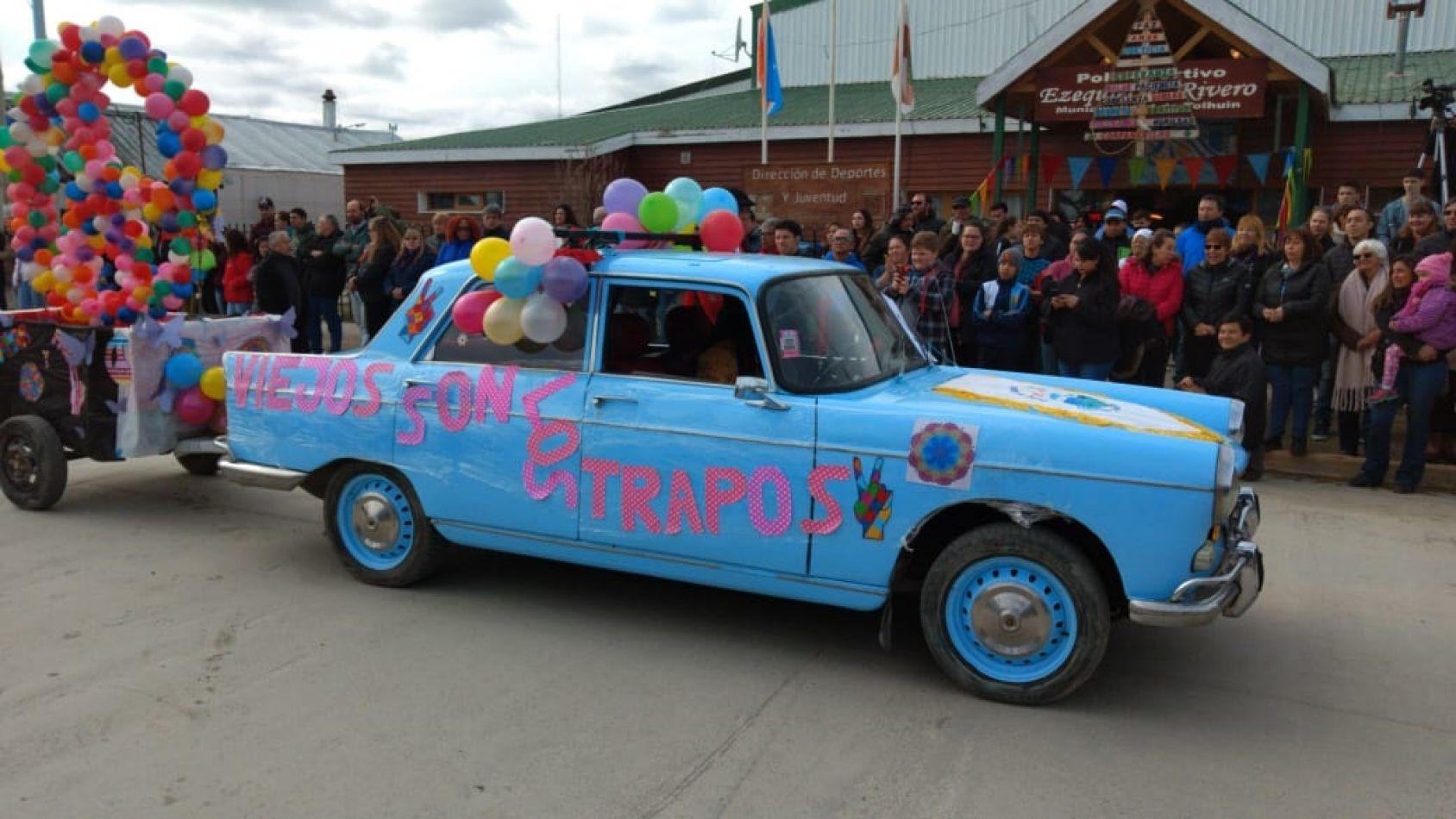 Desfile cívico-militar por los 47 años de la fundación de Tolhuin (Foto: Christian Bisso).