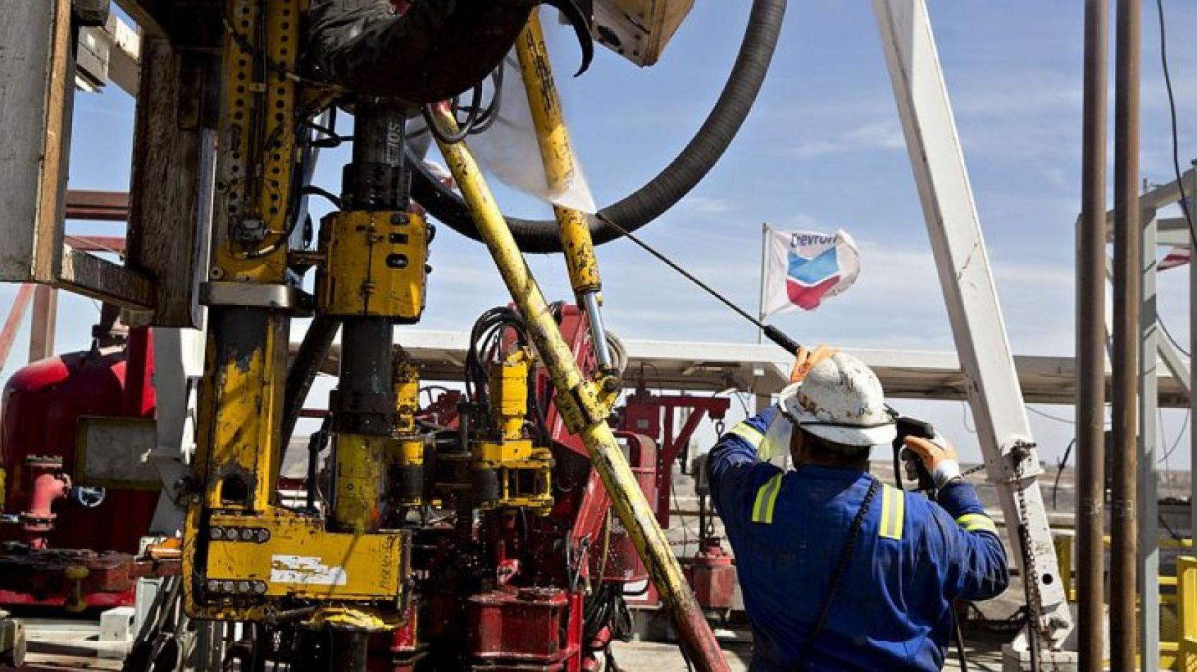 Aumento del 9% a los petroleros no afloja la tensa calma en el sector de hidrocarburos