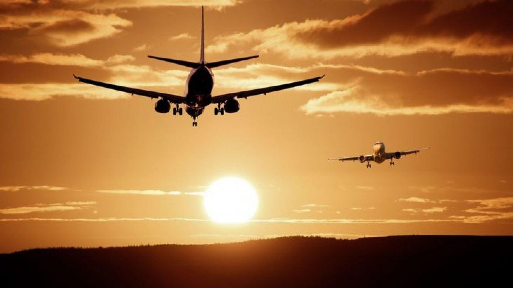 Proponen aplicar impuestos a los programas de pasajeros frecuentes en aviones
