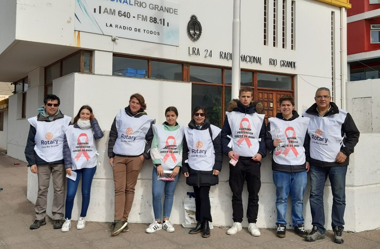 Jóvenes realizaron campaña de prevención del cáncer de mama