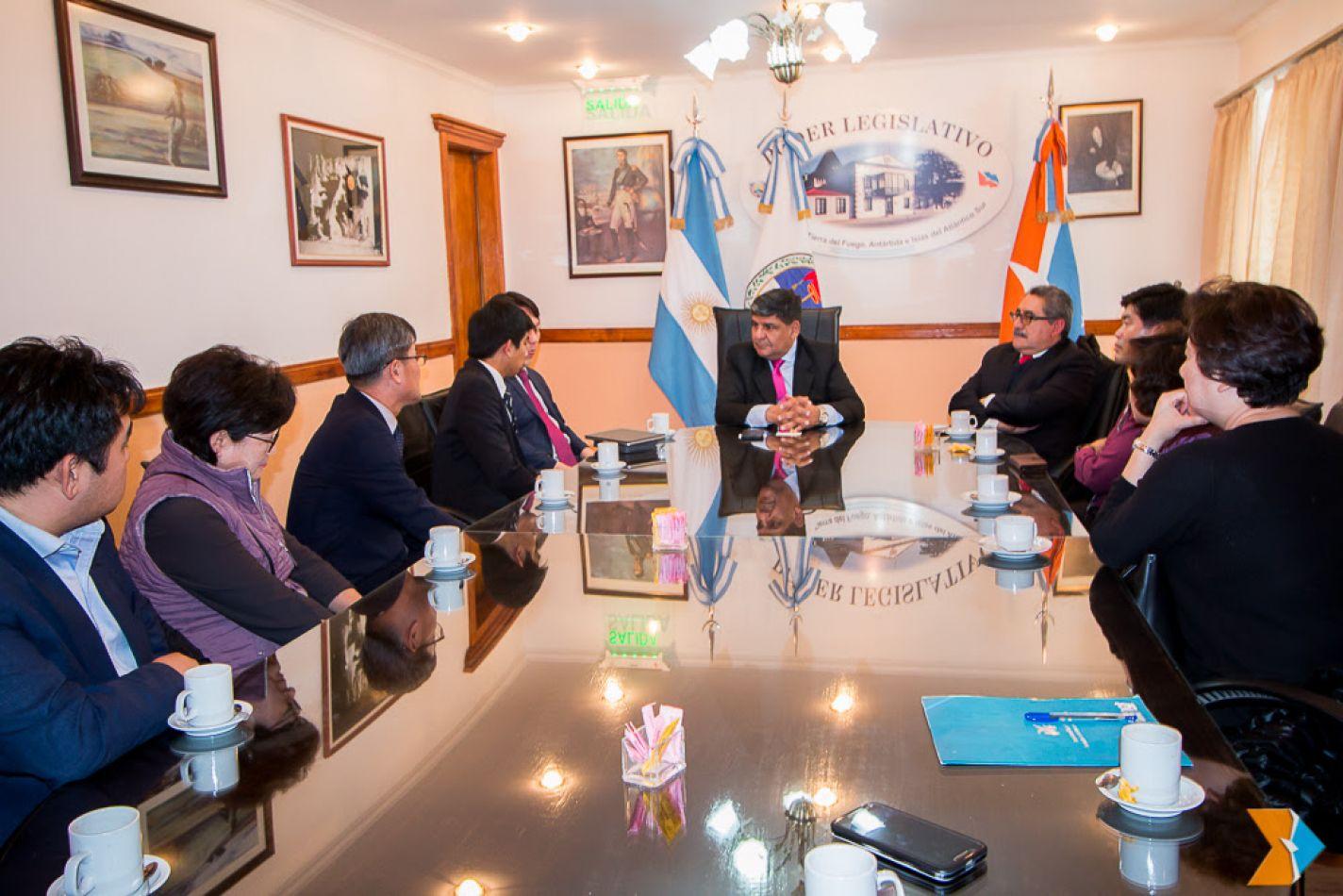El embajador de Guatemala y el pastor Kook Park se entrevistaron con Arcando
