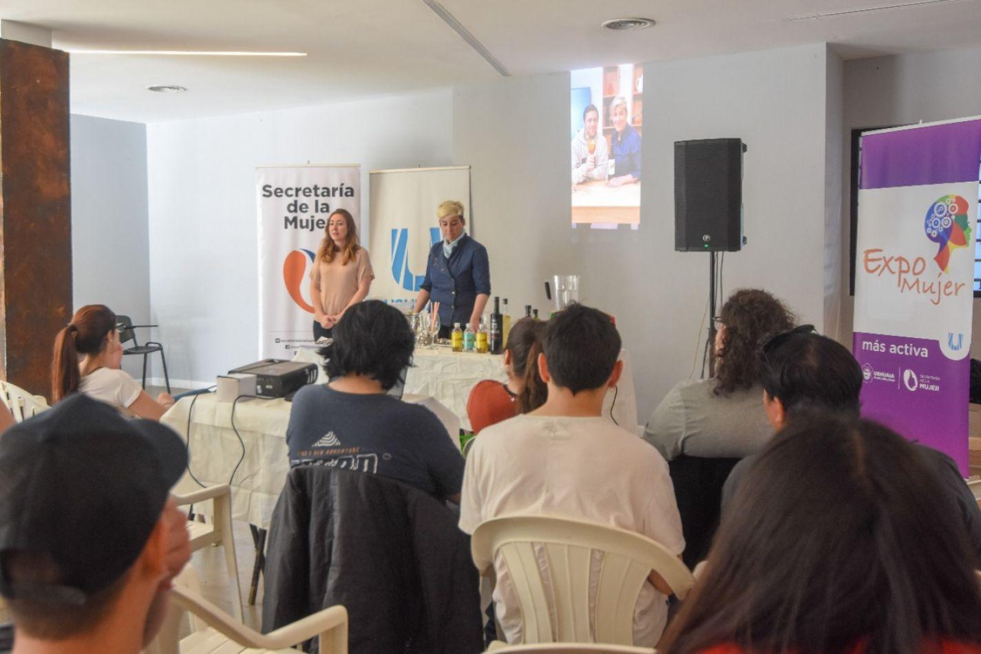 Soledad Mouledoux, bartender, ofreció una master class de coctelería
