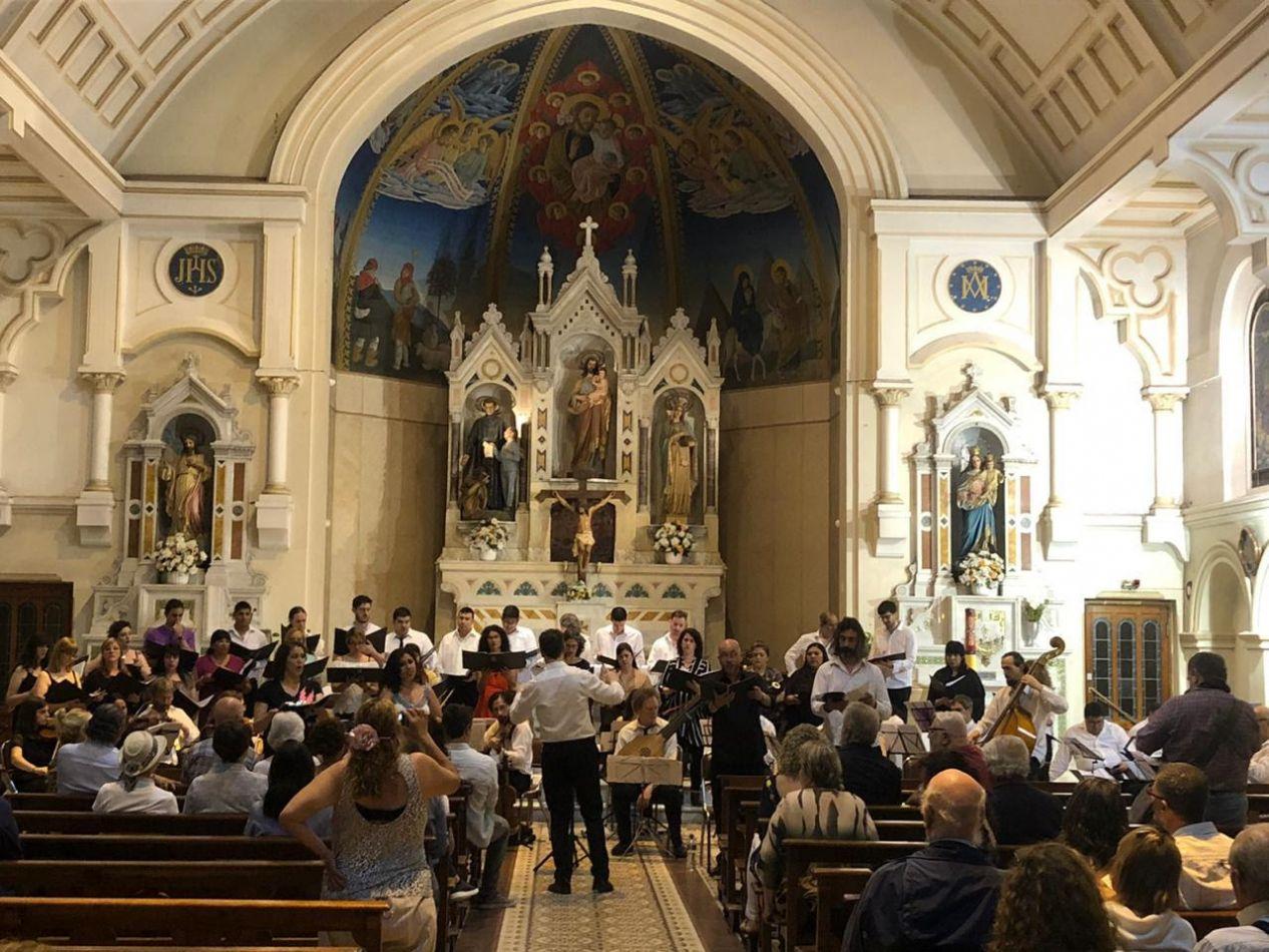 El Coro del Fín del Mundo se presentó en la parroquia San José de San Isidro