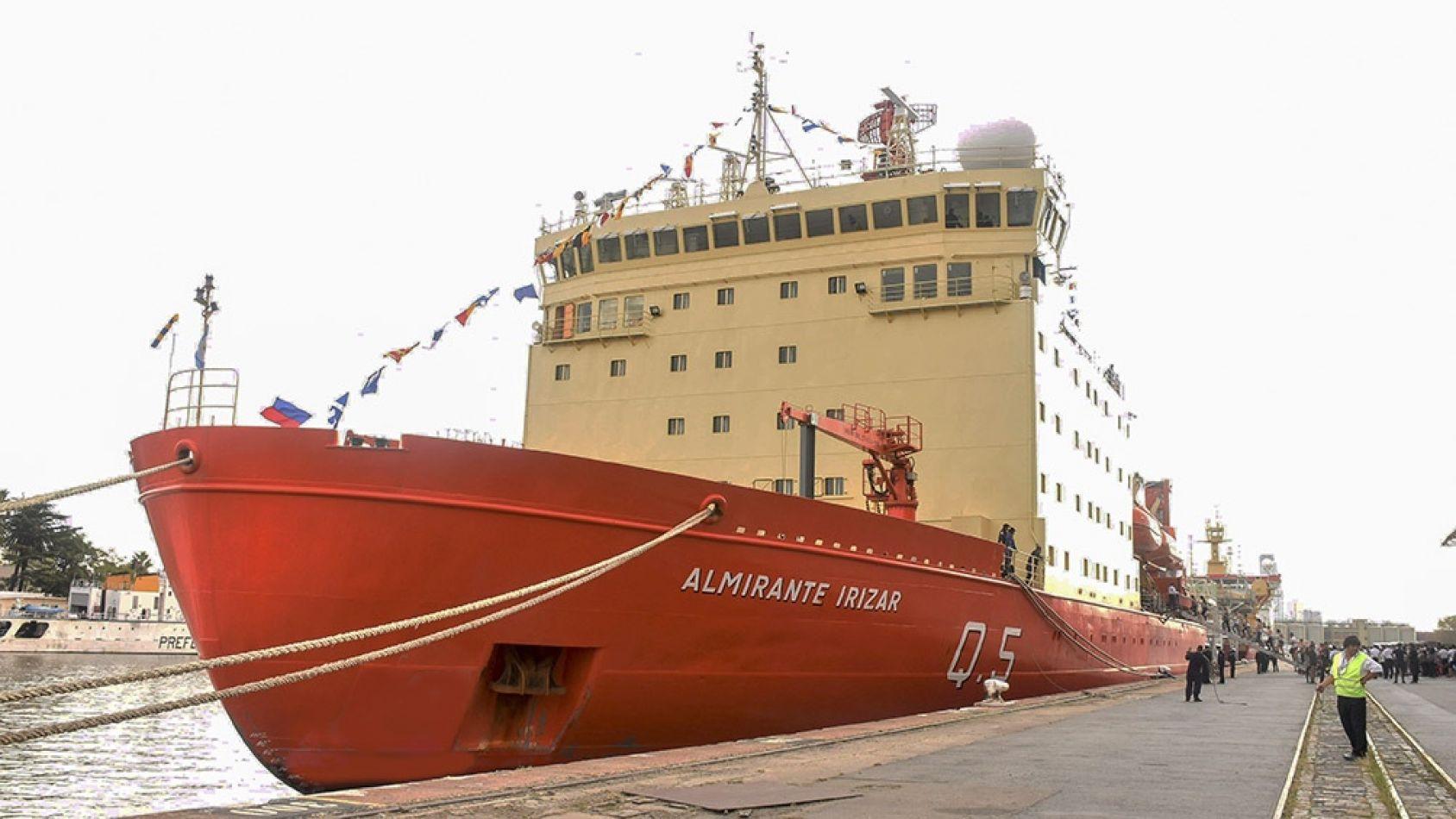 """El """"Almirante Irízar"""" zarpó hacia las 13 bases antárticas"""