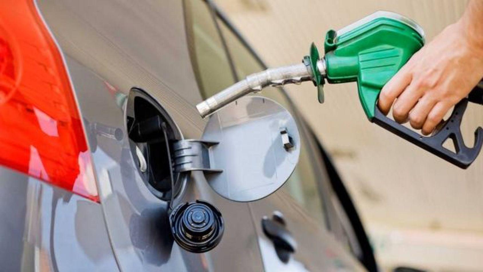 El domingo 1 de diciembre subirán los precios de los combustibles