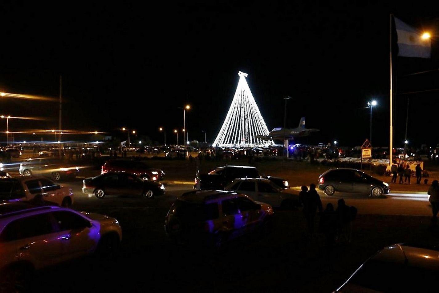 Encendieron las luces del árbol de Navidad