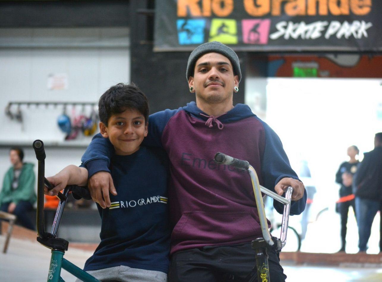 """Octavio Miranda (10 años) y Alán Pincol (20), ambos """"raiders"""" competirán en el Campeonato 'Classic Contest' 2019 en Rosario."""