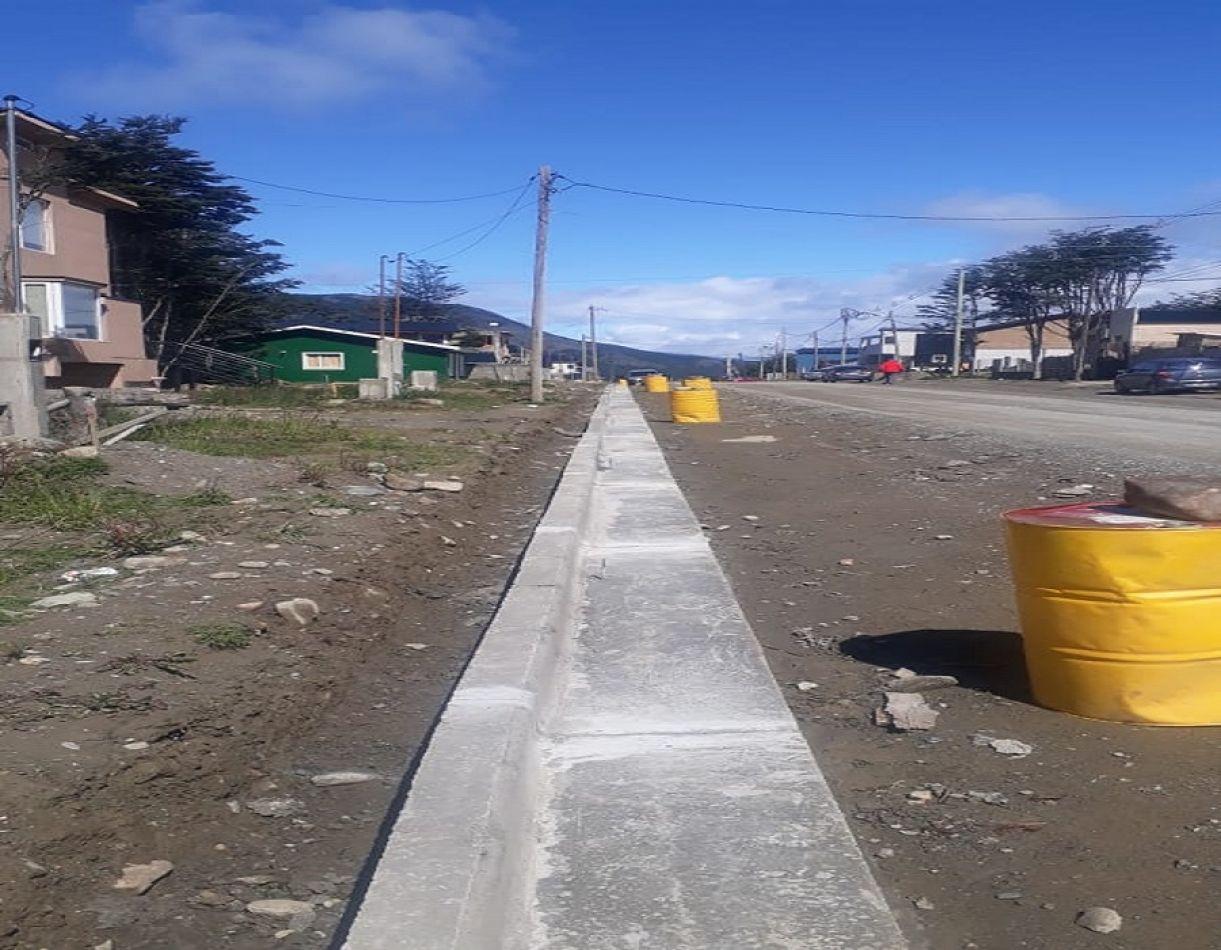 Siguen las obras sobre la calle Tucumán en Alakalufes II