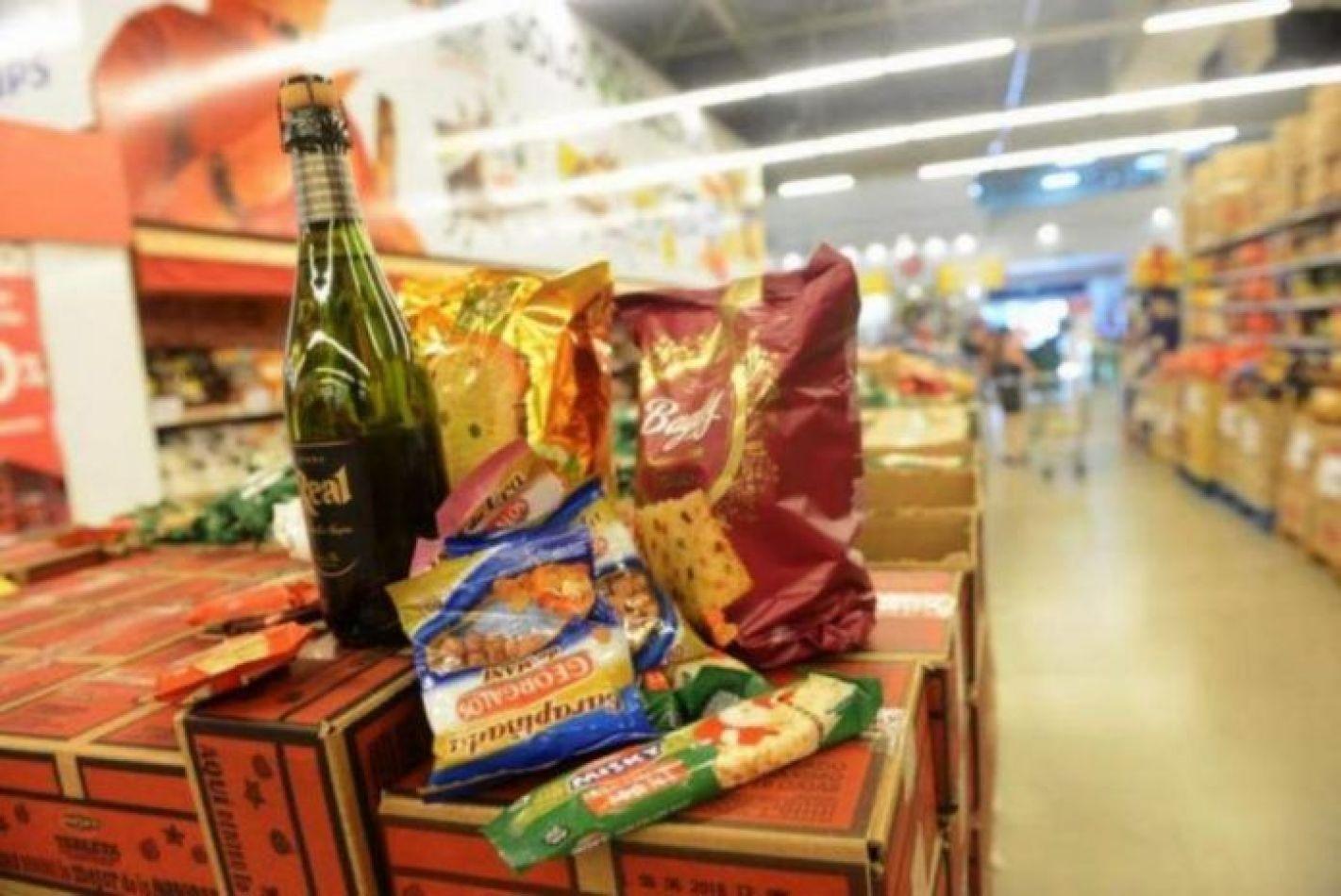 El Gobierno acordó con los supermercados una canasta navideña de $199