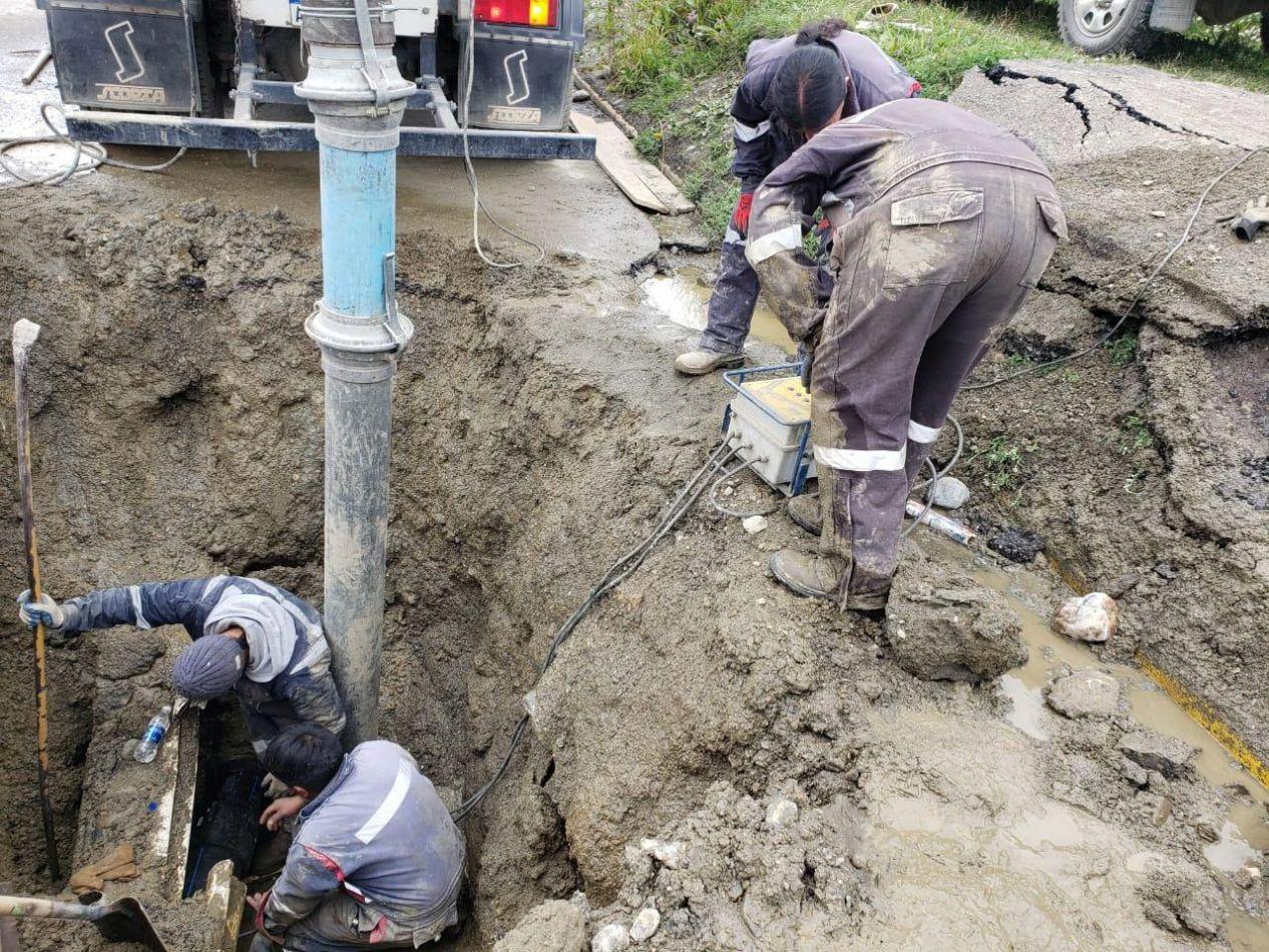 La DPOSS reparó dos roturas de cañerías que afectaban los niveles de cisterna