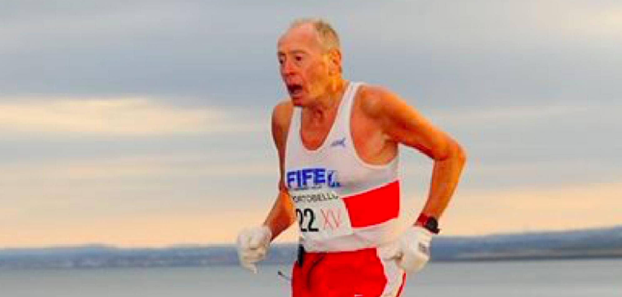 George Black, un corredor de 80 años, la edad son apenas números que no dicen mucho.