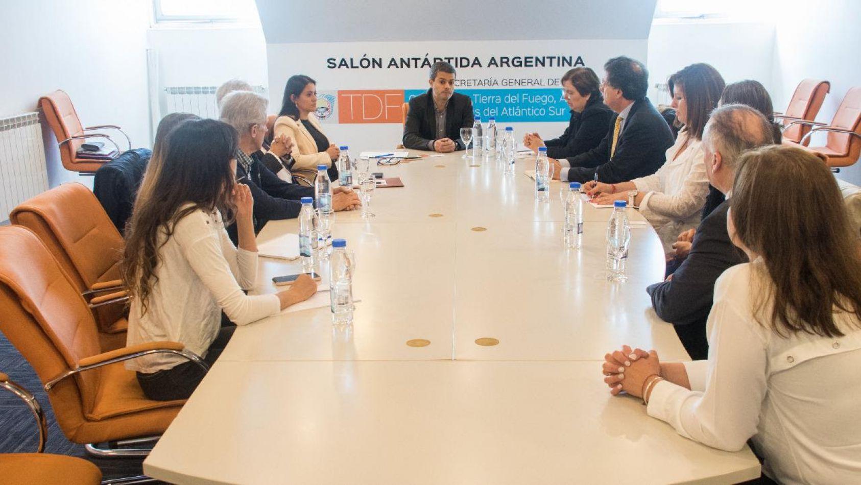 Andrés Dachary se reunió con autoridades consulares provinciales