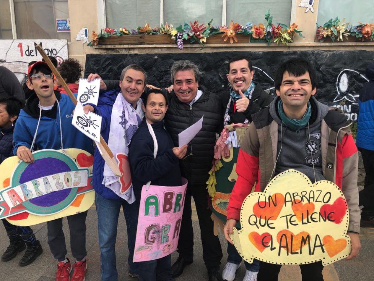 La Municipalidad junto al CAAD celebraron el día mundial del abrazo