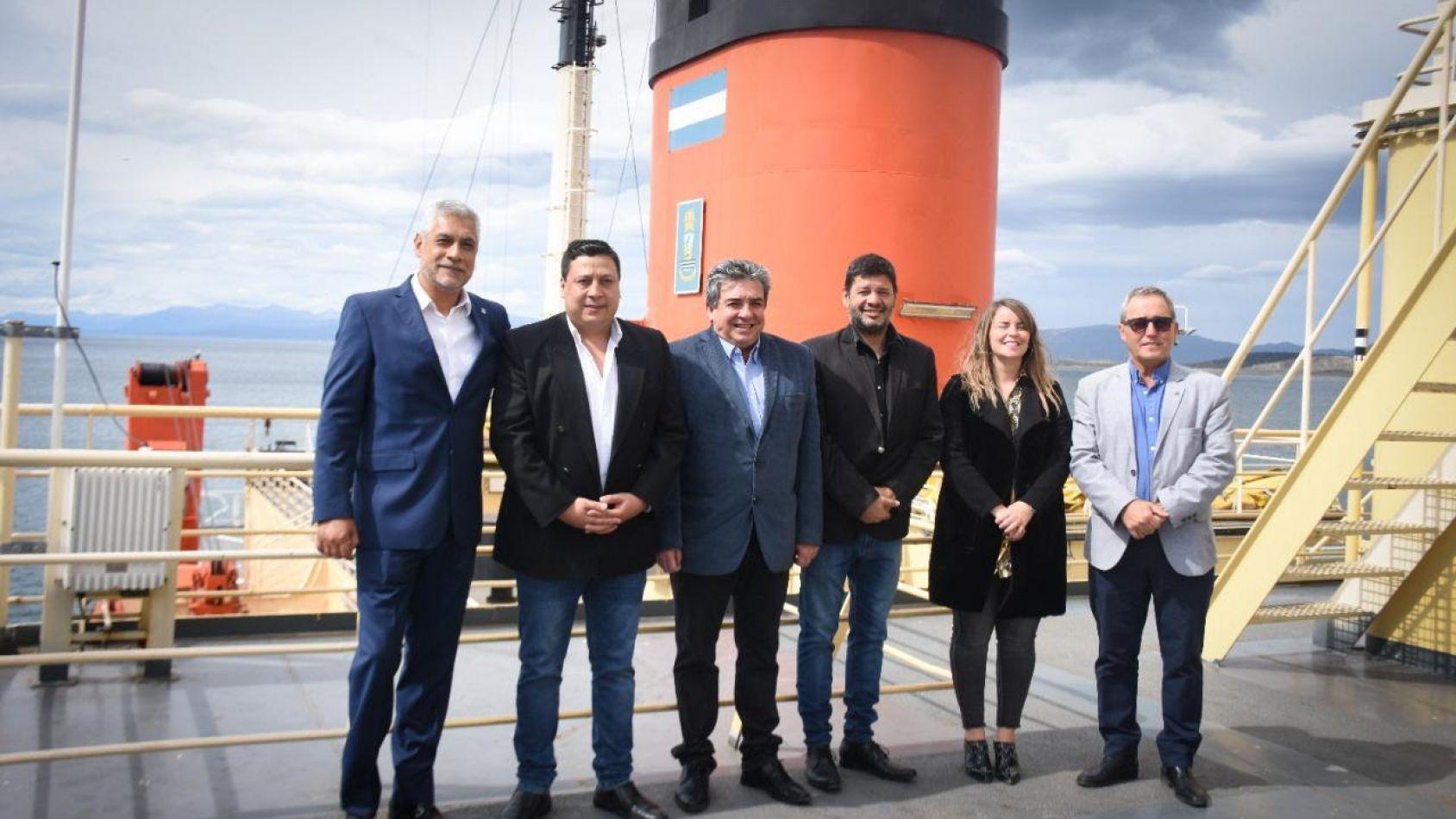 El Irízar  en el puerto reafirma nuestra soberanía  y la conectividad de la Antártida con Ushuaia