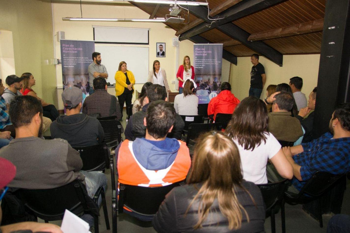 Personal de la Municipalidad de Ushuaia, realizó una reunión con empleados municipales interesados en cursar el secundario.