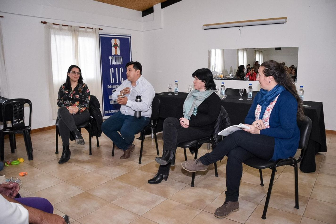Gabinete Municipal y autoridades del Concejo Deliberante de Tolhuin se reunieron con docentes
