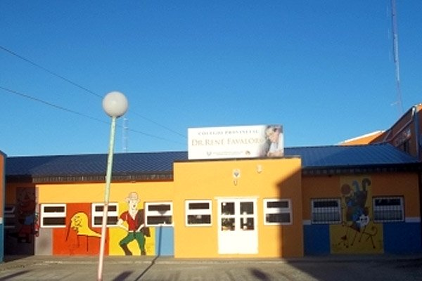 El Colegio Dr. René Favaloro se emplaza en el barrio INTEVU.