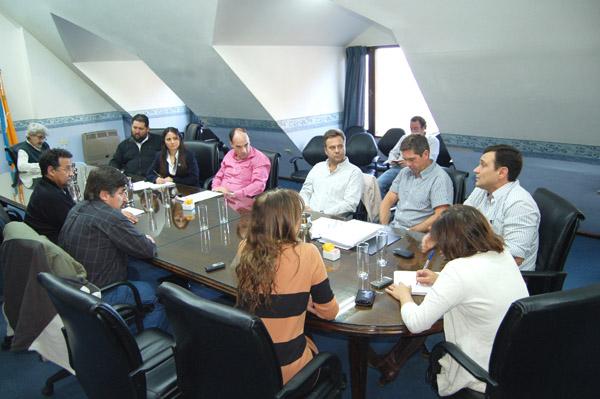 Parlamentarios y representantes de ASOEM durante la reunión realizada el miércoles.