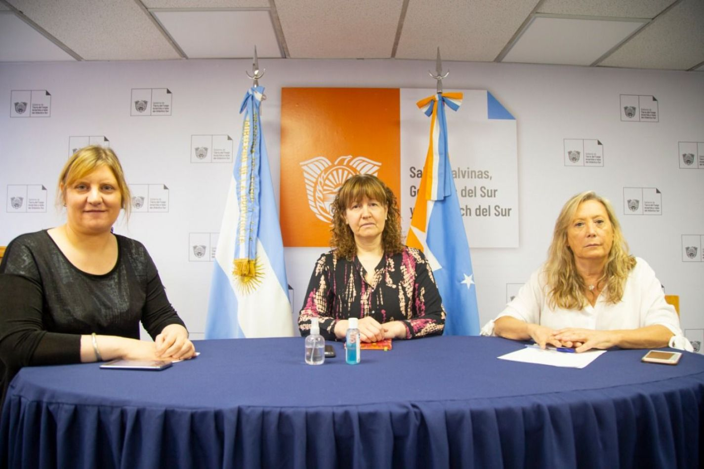 Vicegobernadora, Mónica Urquiza, junto a la Ministra de Salud, Di Giglio y la Ministra de Gobierno, Justicia y Derechos Humanos, Chapperón