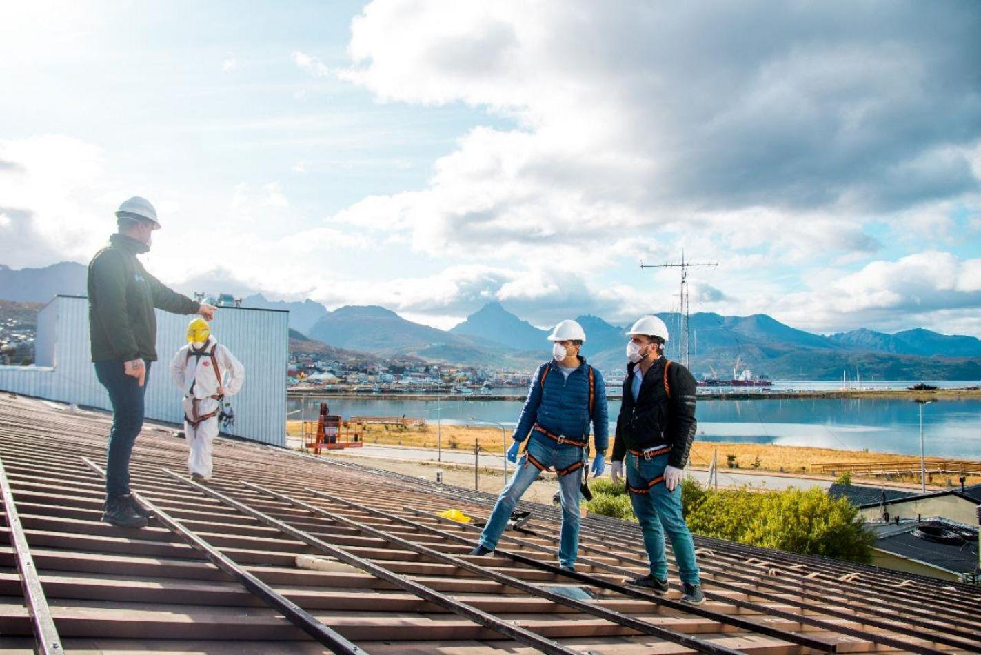 l intendente de Ushuaia Walter Vuoto recorrió las obras que se realizan en el Albergue Municipal.