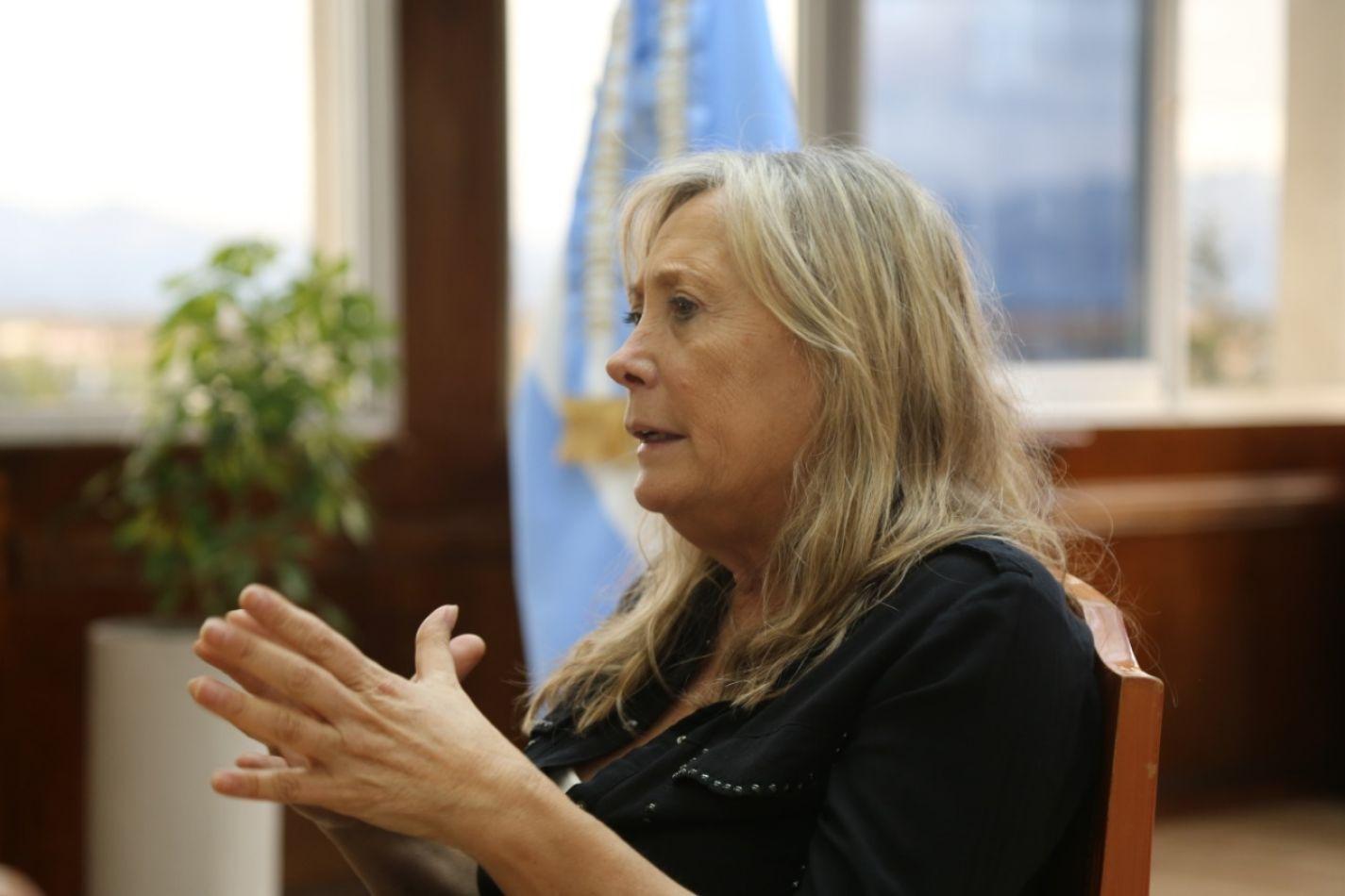 La ministra de Gobierno Justicia y Derechos Humanos Adriana Chapperón .