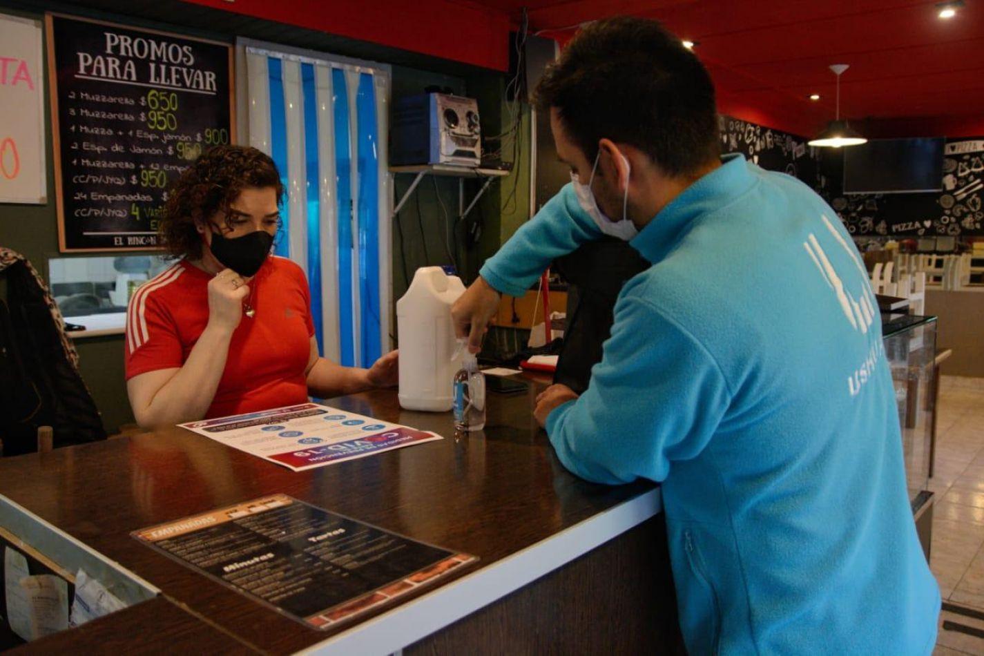 Entrega de kits sanitizantes a comercios de la ciudad