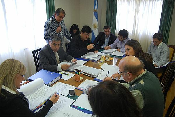Ediles y asesores, durante la elaboración del documento.