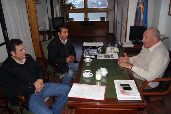 José Del Giúdice junto a referentes de la UOCRA.