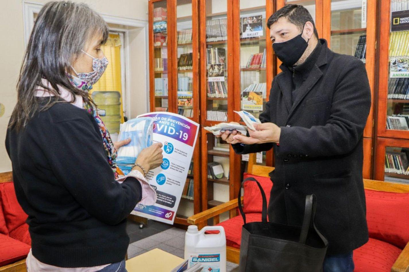 La Municipalidad de Ushuaia continúa con la entrega de kits sanitizantes