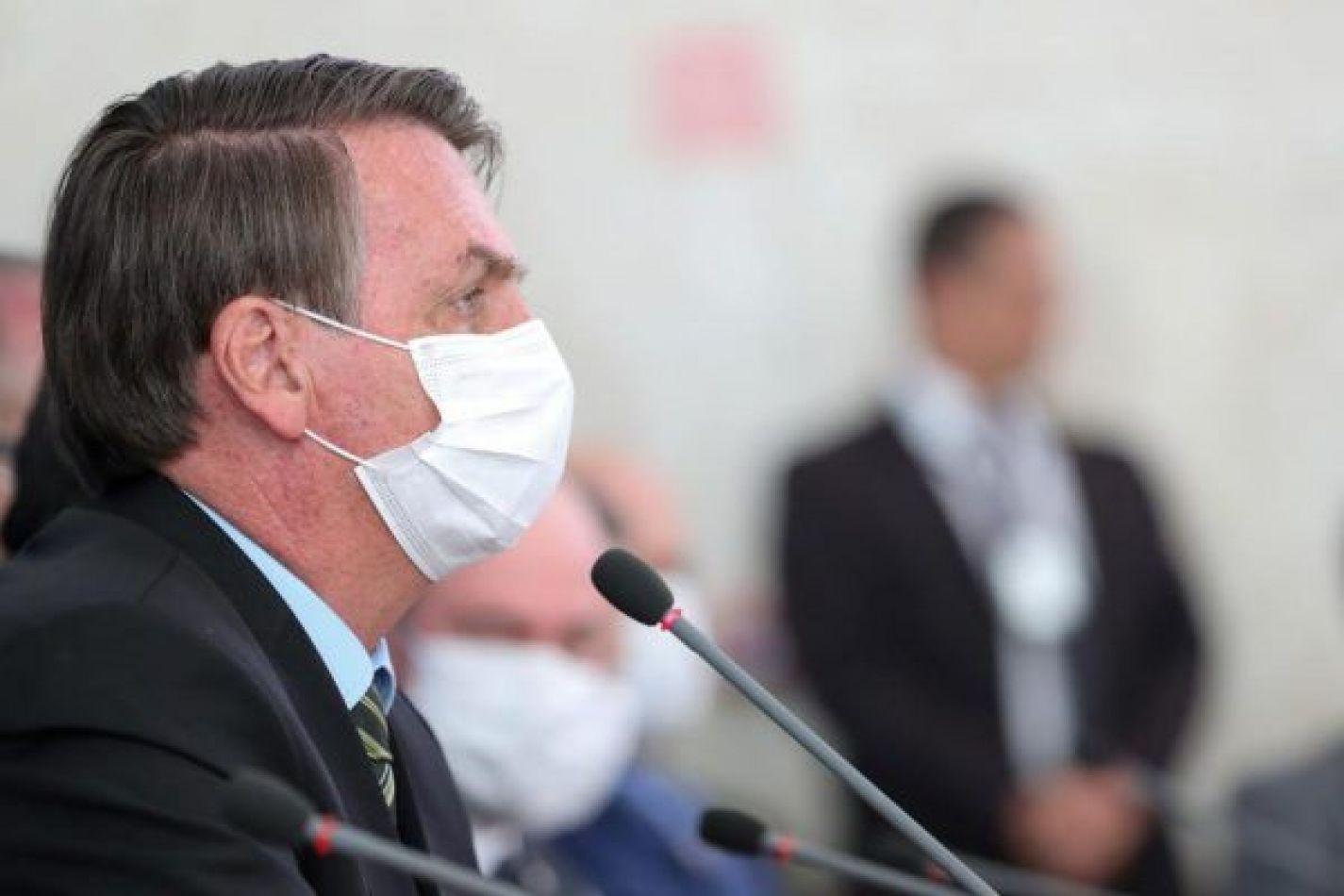 Bolsonaro anuló el uso obligatorio de barbijos en escuelas y comercios