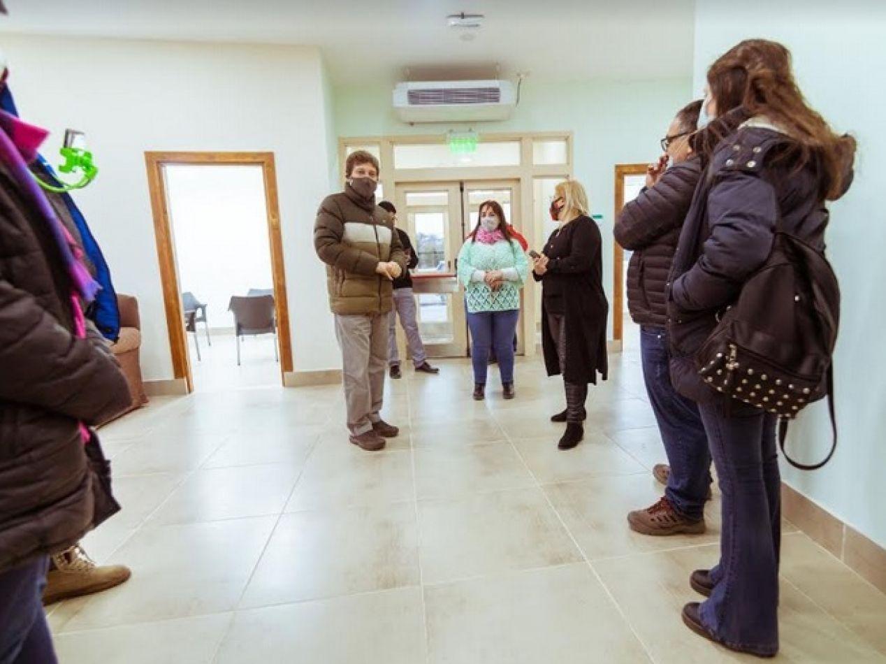 Gobernador Gustavo Melella recorriendo las intalaciones del edificio Reencontrándonos