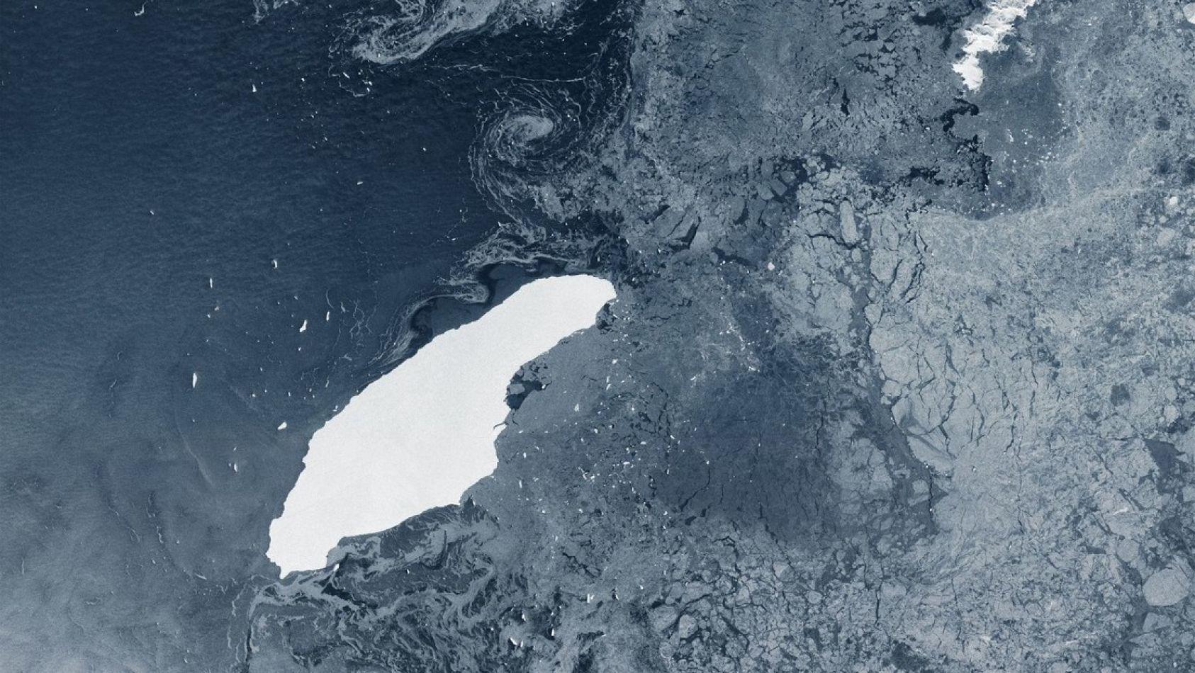 Agencia Espacial Europea publicó una imagen del iceberg A-68 en el sur del océano Atlántico.