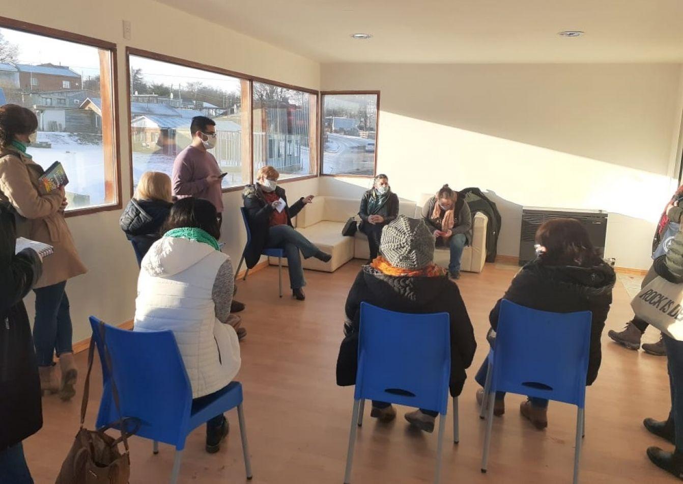 Autoridades de Salud de Gobierno mantuvieron una reunión en la que atendieron a los vecinos de Tolhuin.